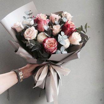 Букет из роз с эвкалиптом