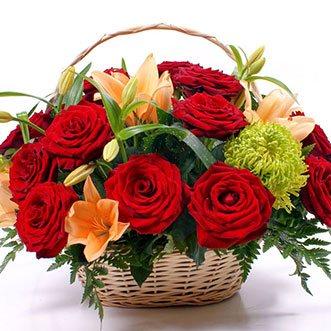 Корзина с красными розами