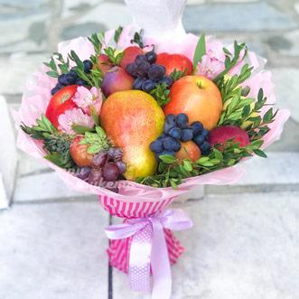 Букет из фруктов и альстромерий