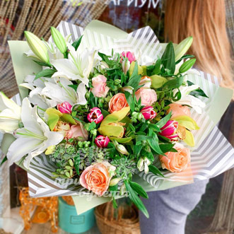 buket-iz-roz-i-orhidej