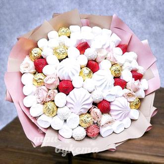 sladkij-buket-s-kustovymi-rozami